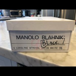 Manolo Blahnik heel. Elastic back. Carolyne